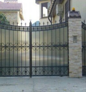 Ворота закрытые кованые.