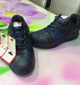 Современная всесезонная обувь для занятия спортом