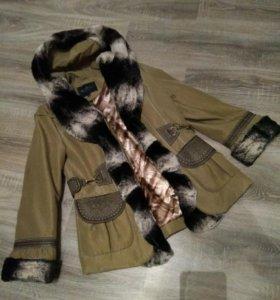 Куртка теплая, красивая с капюшоном новая