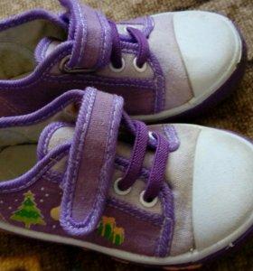 Кроссовки и сандали для девочки