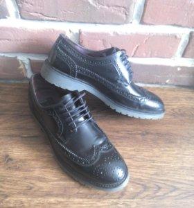 Лимитированные туфли броги из лаковой кожи р.41