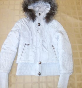Белая ,очень теплая куртка ,в хорошем состоянии.