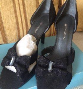 Нарядные туфли из замши