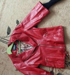 Куртка кож-зам ярко-красного цвета