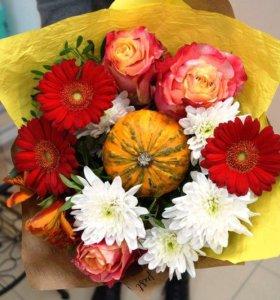 Букет с розами, герберами, хризантемой и тыковкой