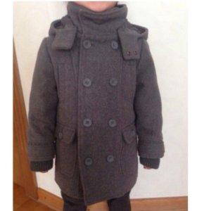 Продаю детское фирменное пальто Mayoral