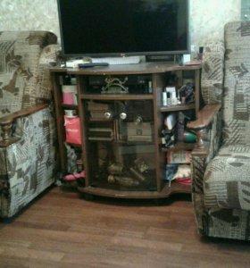 2   кресла и тумбочка