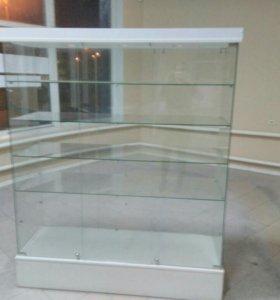 Стеклянный шкаф, витрина