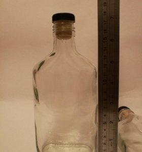 Стеклянная бутылка с пробкой