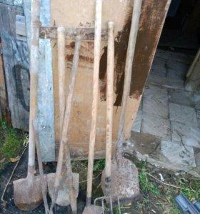 Лопаты, вилы
