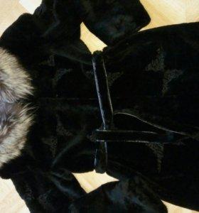 Шуба мутоновая. Воротник чернобурка. 48 размер.
