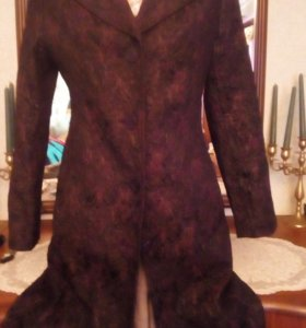 Легкое приталенное пальто