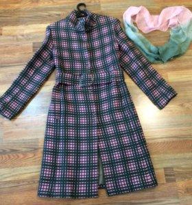 Демисезонное шерстяное пальто. Р42-44. Италия