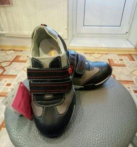 кроссовки нат.кожа новые,р32