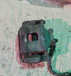 Суппорт тормозной Nissan Bluebird U14 SR20VE