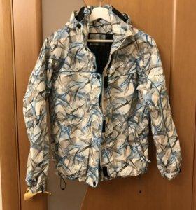 Горнолыжная женская куртка размер М