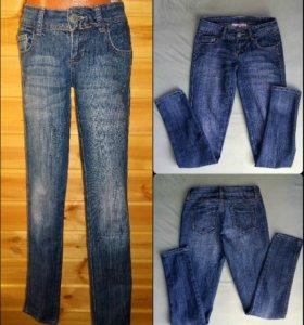 джинсы зауженные к низу цвет синий