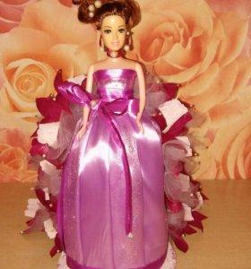 Куколка с конфетками.