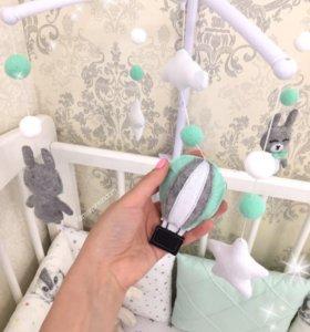 Мобиль из фетра для кроватки