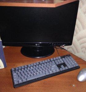 Персональный компьютер и стол