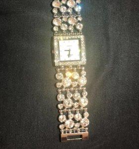 Новые Часы Flora