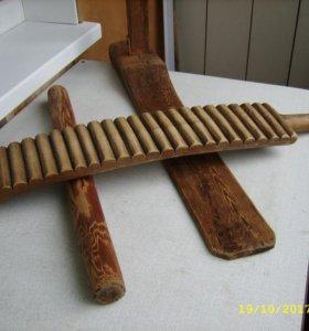 прялка и деревянный утюг