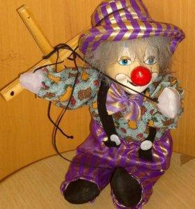 клоун-марионетка