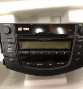 Штатная магнитола на Toyota RAV4