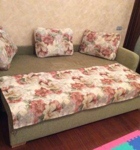 Продам отличный раскладной диван,размер 225*65.