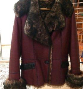 Кожаная куртка , тёплая .