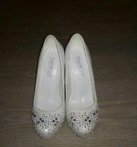 Туфли на высоком каблуке 35-36