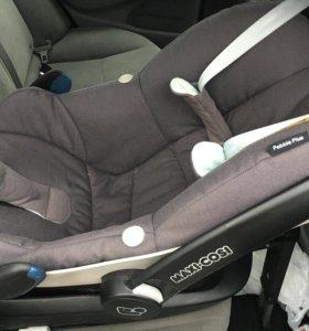 Автокресло Maxi Cosi Pebble Plus 0+ новорожденного