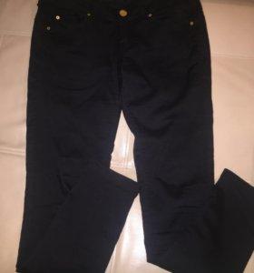 Чёрные джинсовые брюки