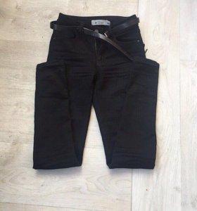 Чёрный джинсы