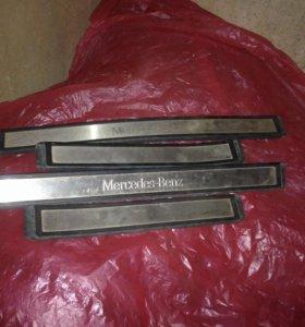 Для Мерседес Е-211 накладки порогов (внутренние).