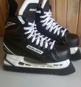 """Коньки хоккейные """"Bauer"""". Р.42"""