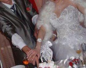 Костюм и свадебное платье