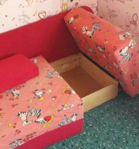 Продам детский диванчик.