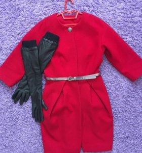 Пальто с перчатками