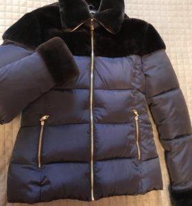 Куртка пуховик с воротником-стойкой из меха