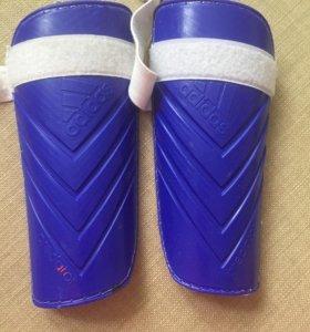Щитки adidas футбольные