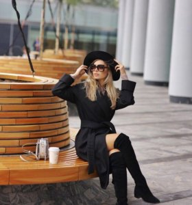 Модное черное пальто халат из шерсти. Длина миди