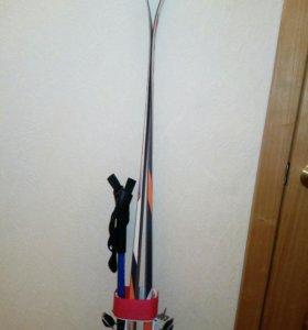 Лыжи с палками, и ботинками
