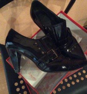 Ботиночки туфли модные 39