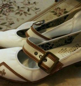 Туфли новые женские 40 размер.