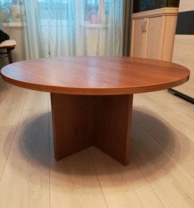 Продается круглый стол.