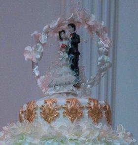 Свадебная статуэтка жених и невеста