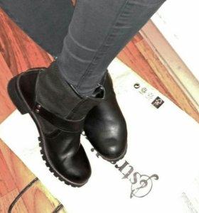 черные ботинки на молнии