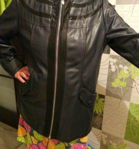 Куртка кожаная новая 52-54 с капюшоном женская