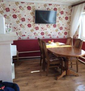 Дубовый стол+4 мягких стула